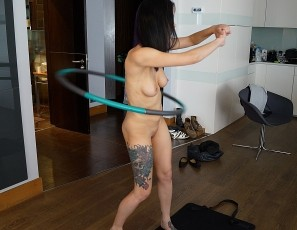 content/022718_raquel_naked_home_workout_with_rabbit_vibrator_floor_masturbation/3.jpg