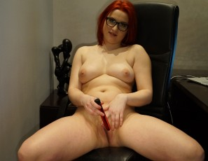 content/031417_redhead_20yo_foxy_banging_herself_out_in_my_home_office/1.jpg