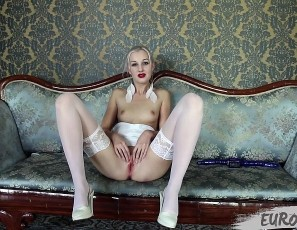 content/062519_adeline_white_fingers_and_toys_in_all_holes/3.jpg