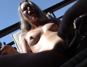 content/062618_sexy_young_sarah_squirting_masturabting_on_my_balcony_with_glass_dildo/3.jpg