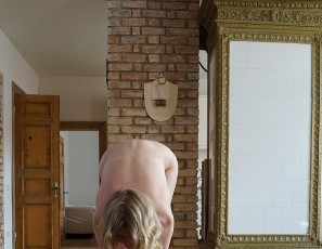 content/072117_nervous_18yo_jete_naked_yoga_in_my_livingroom/3.jpg