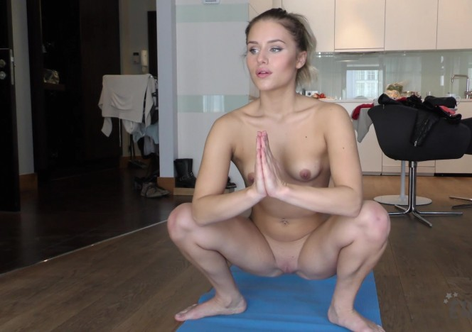content/081916_naked_yoga_featuring_linda/0.jpg