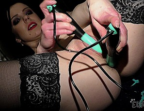 content/101116_cute_luize_working_out_nude_then_dp_double_penetration_with_jump_rope_handles/4.jpg