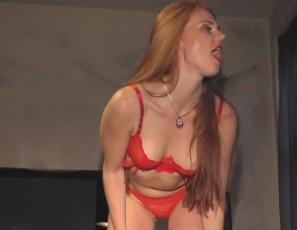 content/112216_hot_ginger_roxy_sexy_strip_show_and_dildo_masturbation/1.jpg